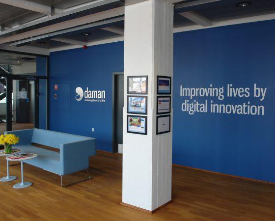 DAMAN – Et Identitetsskabende designkoncept med indretning af arbejdsmiljø